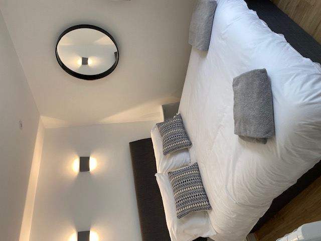 Beauchief House 1 Tenby luxury self catering apartment bedroom
