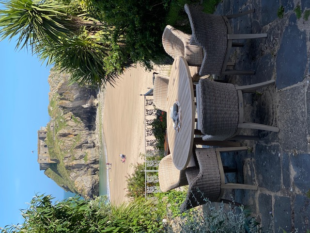Beauchief House 1 Tenby luxury self catering apartment with direct access to Castle Beach